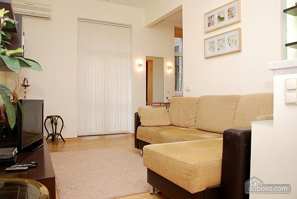 1 Sofiivska, Un chambre (49244), 007