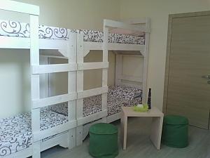 A bed in 8-bedded room in hostel, Studio, 003