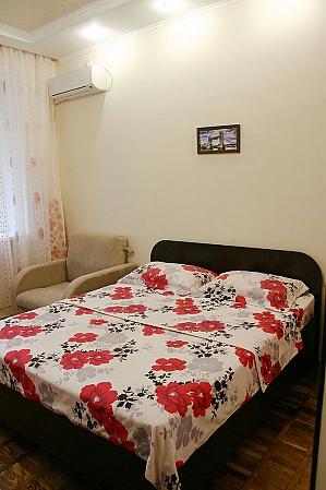 Квартира біля метро Машинобудівників, 1-кімнатна, 001