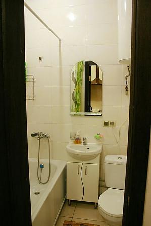 Apartment near Metrobudivnykiv metro station, Monolocale, 002