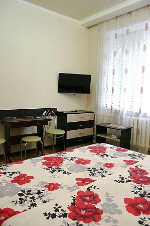 Apartment near Metrobudivnykiv metro station, Monolocale, 003