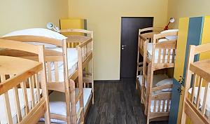Спальное место на двухъярусной кровати в общей комнате для женщин, 1-комнатная, 002