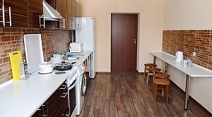 Спальное место на двухъярусной кровати в общей комнате для женщин, 1-комнатная, 003