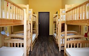 Комфортное спальное место в общем номере для женщин, 1-комнатная, 001