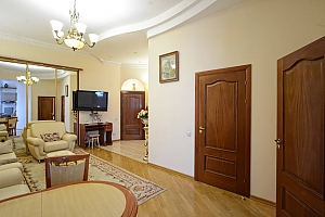 Upscale European comfortable apartment in the city center in the historic area, Zweizimmerwohnung, 003