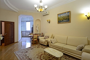Upscale European comfortable apartment in the city center in the historic area, Zweizimmerwohnung, 004