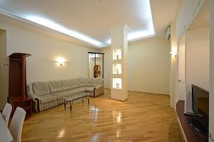 Потрясающие комфортные просторные апартаменты в центре города, 2х-комнатная, 003