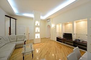 Потрясающие комфортные просторные апартаменты в центре города, 2х-комнатная, 004