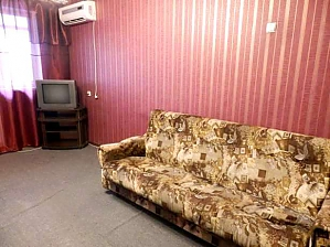 Good apartment near Kommunalnyi market, One Bedroom, 003