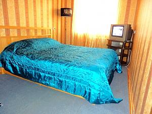 Good apartment near Kommunalnyi market, One Bedroom, 001