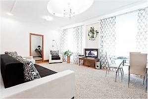 Spacious apartment with a good renovation, Three Bedroom, 002