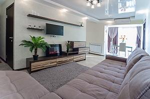 Очень уютные и комфортабельные для жизни апартаменты, 2х-комнатная, 001