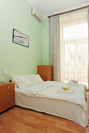 Затишна квартира в центрі Києва, 4-кімнатна, 004