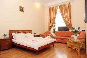 Затишна квартира в центрі Києва, 4-кімнатна, 001