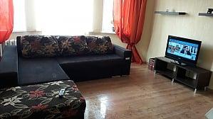 Простора квартира біля метро Олімпійська, 3-кімнатна, 002