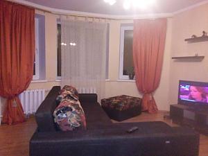 Простора квартира біля метро Олімпійська, 3-кімнатна, 004