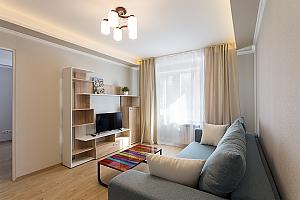 Сучасна квартира з новим ремонтом, 2-кімнатна, 001