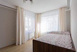 Сучасна квартира з новим ремонтом, 2-кімнатна, 003