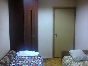 Місце в двомісній кімнаті з Wi-Fi і ТВ біля метро Лісова, 1-кімнатна, 002