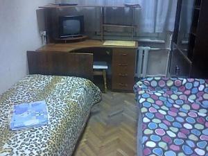 Місце в двомісній кімнаті з Wi-Fi і ТВ біля метро Лісова, 1-кімнатна, 001
