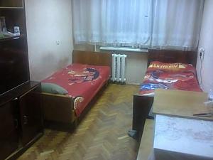 Спальне місце в двомісній кімнаті з Wi-Fi біля метро Лісова, 1-кімнатна, 001
