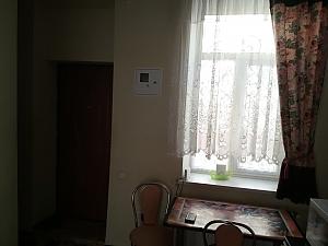 Затишна квартира недалеко від Оперного театру, 1-кімнатна, 005
