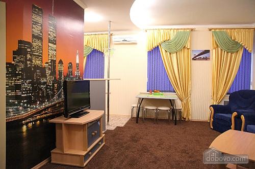 Красива світла квартира в центрі, 2-кімнатна (52880), 003