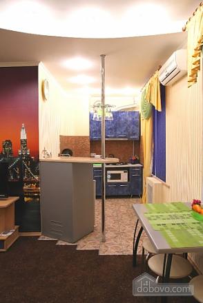 Красива світла квартира в центрі, 2-кімнатна (52880), 005
