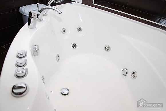 VIP with Jacuzzi, Due Camere (75979), 010