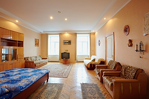 Квартира  возле Оперного Театра до 8 человек, 2х-комнатная, 002