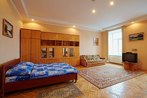 Квартира  возле Оперного Театра до 8 человек, 2х-комнатная, 003