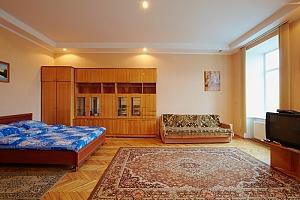 Квартира  возле Оперного Театра до 8 человек, 2х-комнатная, 004