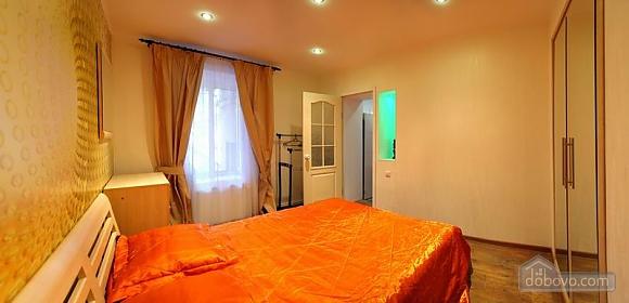 Квартира в центрі – комфорт і затишок, 2-кімнатна (31803), 002