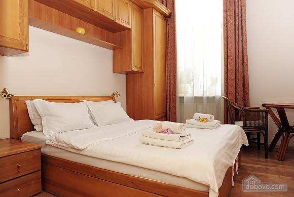 Квартира класу люкс в центрі, 4-кімнатна (10474), 008