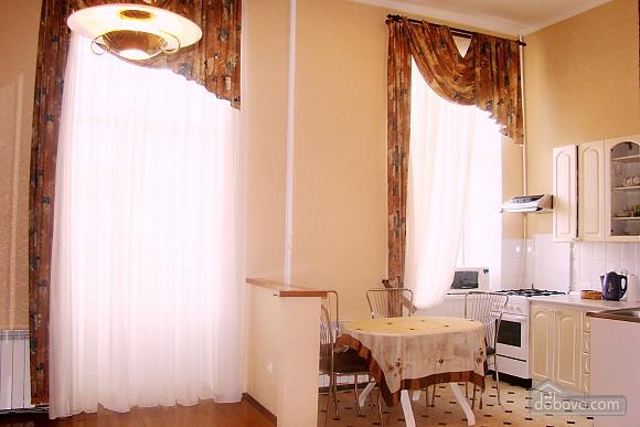 Квартира на площади Независимости, 2х-комнатная (57352), 003