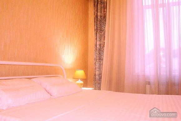 Квартира на площади Независимости, 2х-комнатная (57352), 005