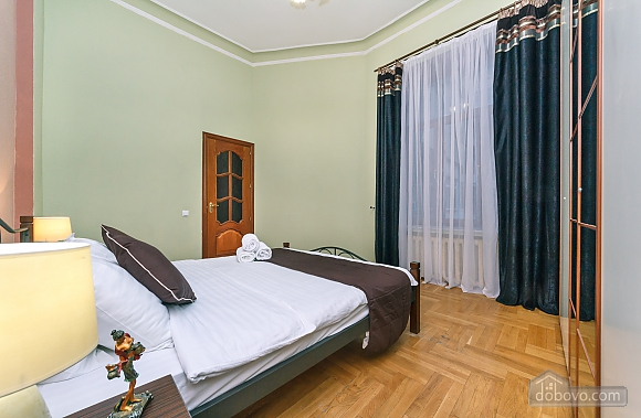 With a fire place in Kiev center, Three Bedroom (80000), 011