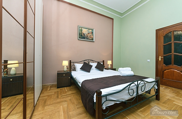 With a fire place in Kiev center, Three Bedroom (80000), 010
