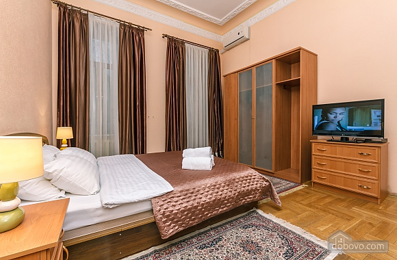 With a fire place in Kiev center, Three Bedroom (80000), 015