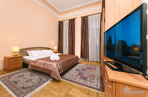 With a fire place in Kiev center, Tre Camere (80000), 016