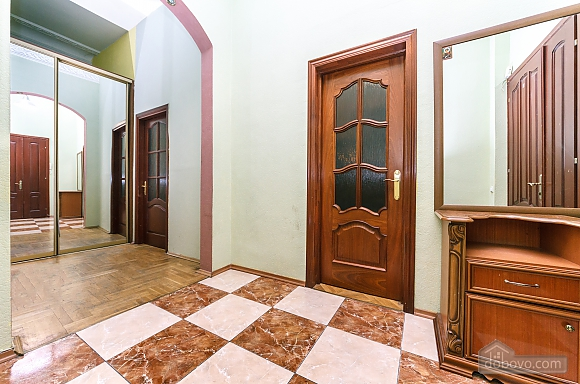 With a fire place in Kiev center, Three Bedroom (80000), 031