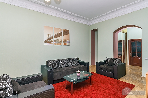 With a fire place in Kiev center, Three Bedroom (80000), 002