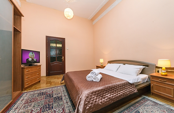 With a fire place in Kiev center, Tre Camere (80000), 017