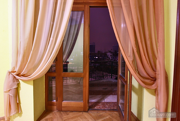 With a fire place in Kiev center, Three Bedroom (80000), 030