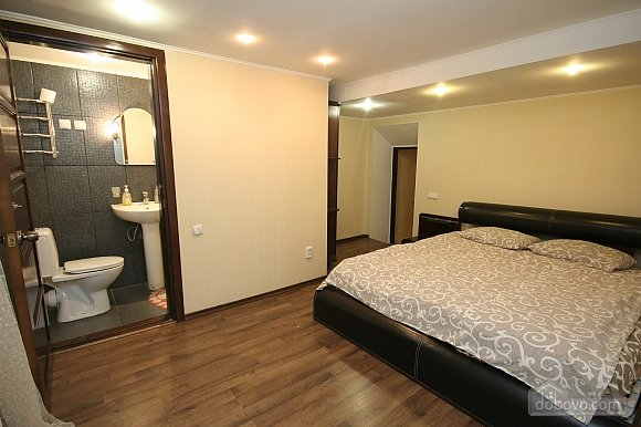 Two Bedrooms and two Bathrooms, Deux chambres (80725), 010