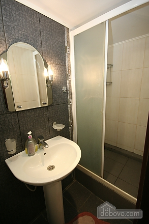 Two Bedrooms and two Bathrooms, Deux chambres (80725), 012
