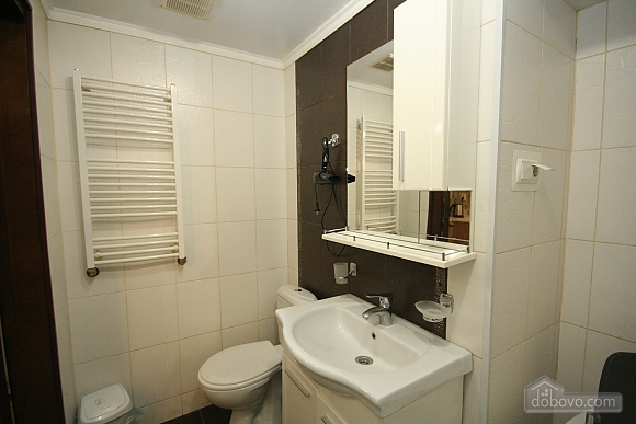 Two Bedrooms and two Bathrooms, Deux chambres (80725), 020