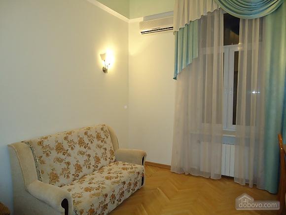 Комфортная квартира в центре, 2х-комнатная (13836), 003