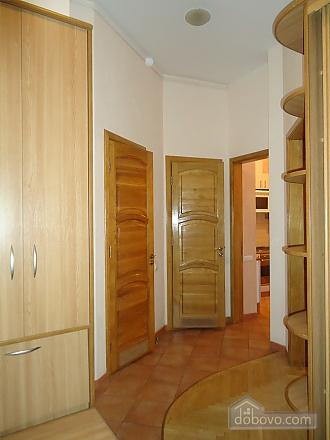 Комфортная квартира в центре, 2х-комнатная (13836), 006