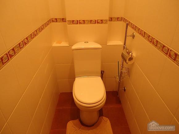 Комфортная квартира в центре, 2х-комнатная (13836), 008